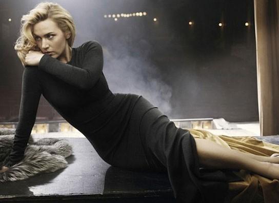 Kate Winslet pose dans sur la scène d'un théâtre de Jersey