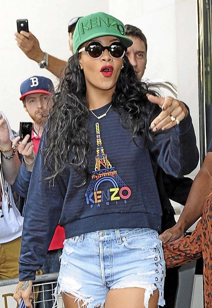 "Rihanna, ""Et fell...icitations !"""