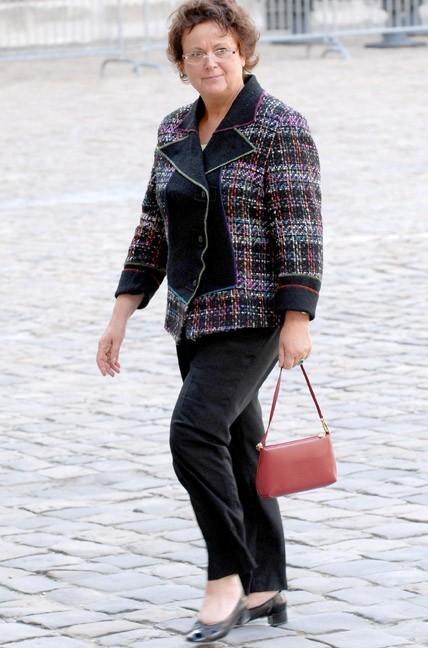 Un sac tout petit petit pour Christine Boutin. Ses dossiers importants sont-ils sur une clef USB ?