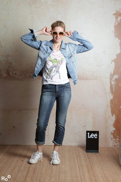 Mode : Julie Gayet prend la pose pour Lee pendant le Festival de Cannes 2011 !