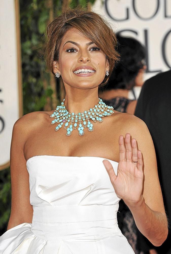Mode : Eva Mendes opte pour le collier turquoise