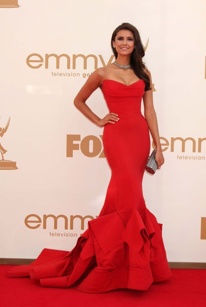 Colorama : la robe bustier rouge Donna Karan de Nina Dobrev (The Vampire Diaries) !
