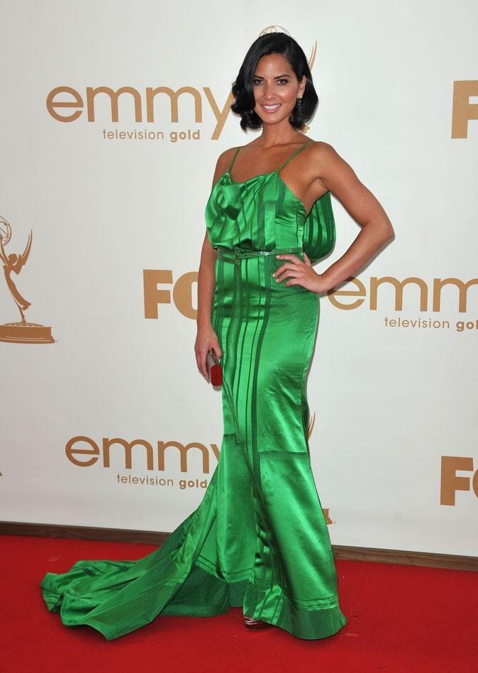 Colorama : la robe en satin vert Carolina Herrera d'Olivia Munn !