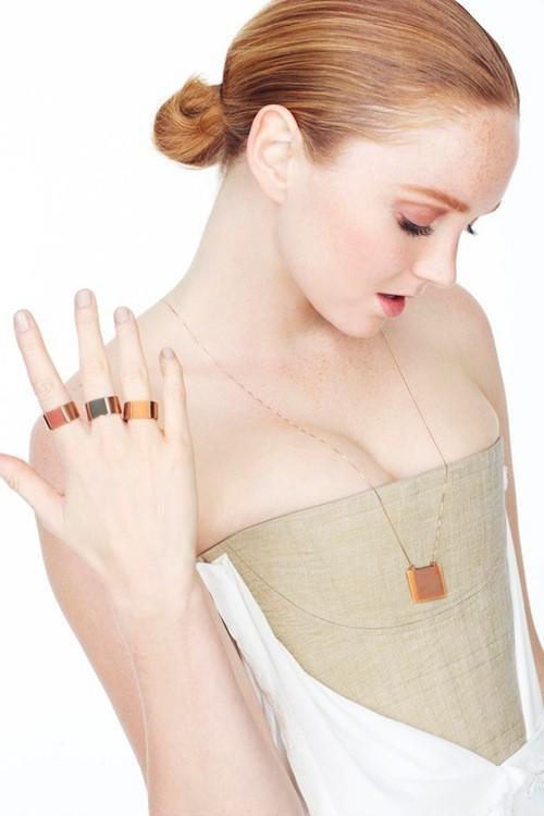 Lily Cole : Elle oeuvre pour protéger la forêt tropicale en lançant une collection de bijoux !