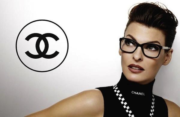 Linda Evangelista pour la collection printemps-été 2012 de Chanel Eyewear