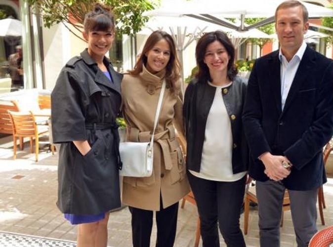 Mélanie Doutey pose avec Monsieur et Madame Franchi (fondateurs de l'association Face au monde) et la présidente de Gerard Darel, Marianne Romesta...