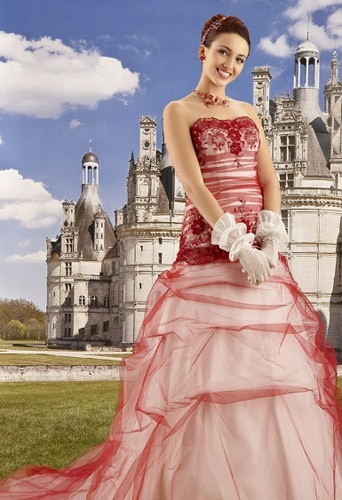 Une robe de mariée rouge