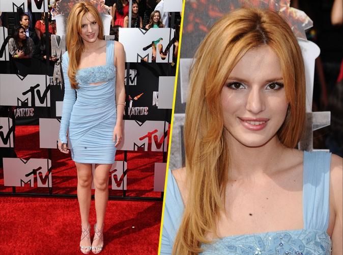 Bella Thorne a trouvé sa couleur et illumine le tapis rouge !