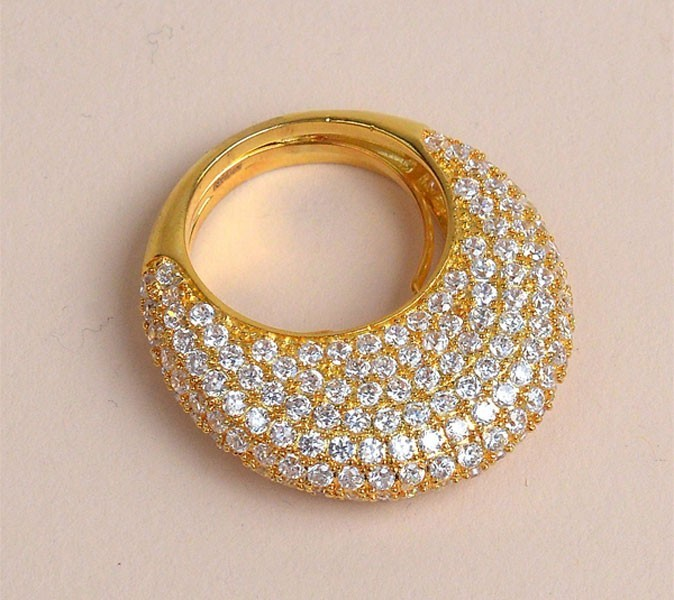 The Dome Pave Ring, de Nicholai by Nicky Hilton !