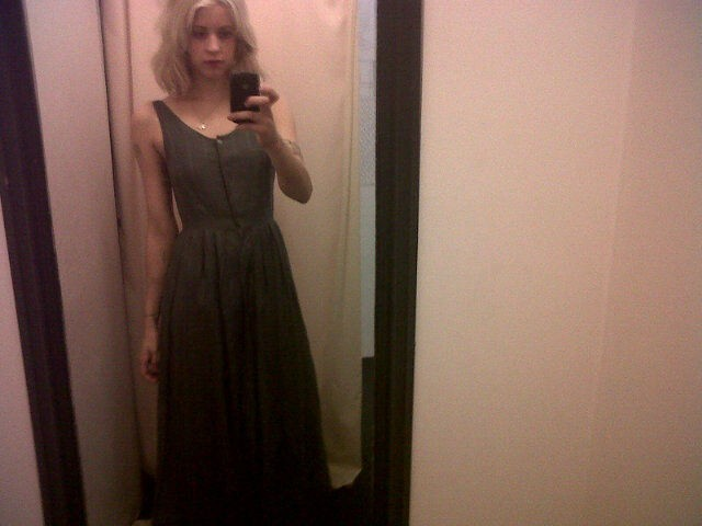 Peaches Geldof dans sa longue robe noire Jaeger !