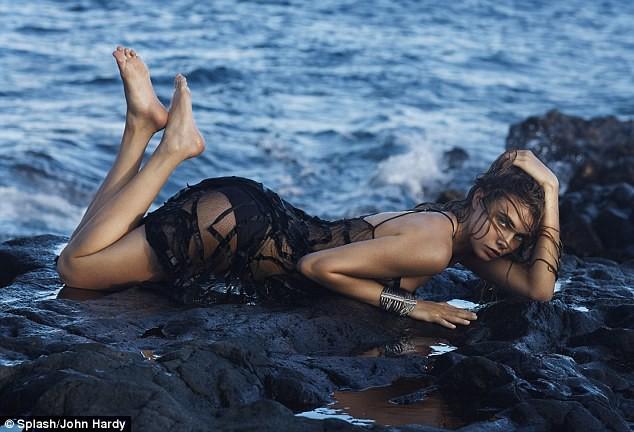 Mode : Photos : Cara Delevingne : elle se déshabille pour une marque de bijoux !