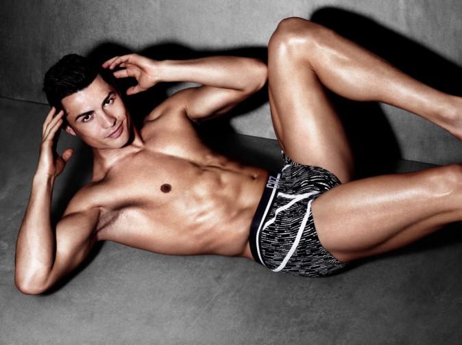 Mode : Photos : Crisitano Ronaldo : Il fait tomber le maillot pour sa campagne ultra hot !
