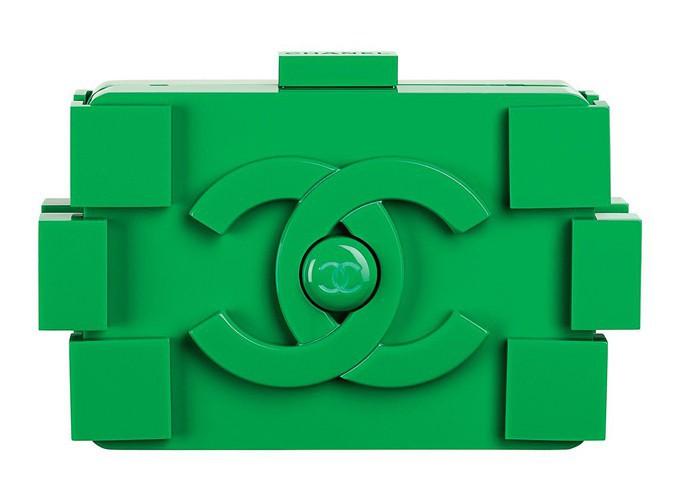 Minaudière Lego verte, Chanel. Prix sur demande.
