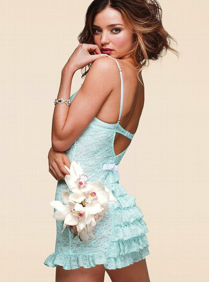 """Miranda Kerr pour Victoria's Secret lingerie spécial """"mariage"""" !"""