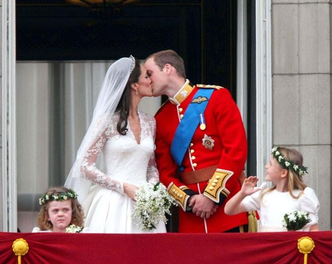 Pour le plaisir : Le bisou de Kate et William...