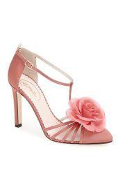Sarah Jessica Parker dévoile sa collection de chaussures façon Carrie Bradshaw en images !