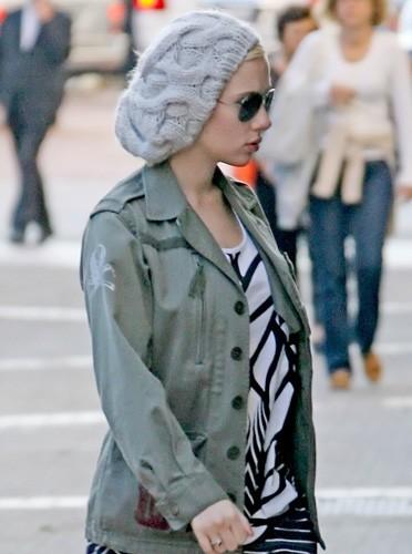Bonnet et lunette noires, quelque chose à cacher ?