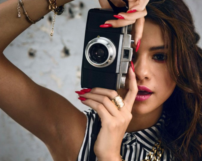Mode : Selena Gomez rock et sensuelle dans la dernière campagne d'Adidas Neo