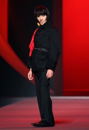 Le défilé Dior printemps-été 2011, un des derniers de John Galliano au sein de la maison Dior.
