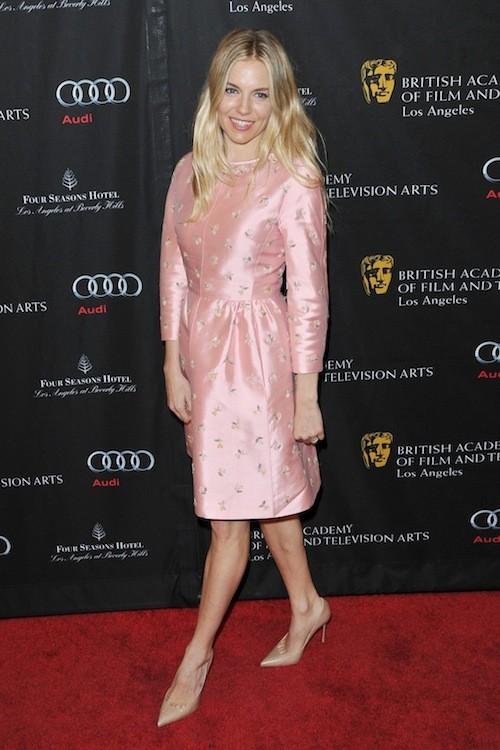 Sienna Miller après sa grossesse : Où a-t-elle bien trouvé cette robe ?