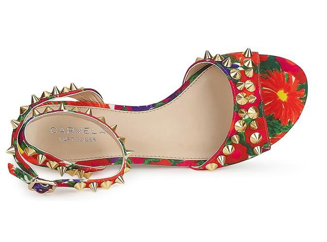 Sandales tropicales cloutées, Carvela, 107 €.