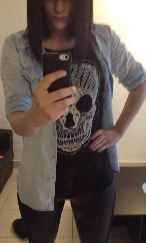 Chemise en jean et top tête de mort