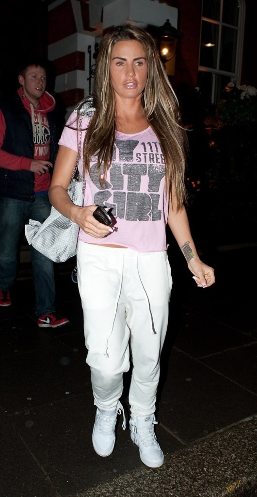 Katie Price en mode jogging + baskets !
