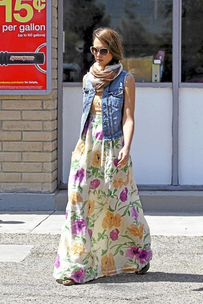 Jessica Alba : maxi fleurs !