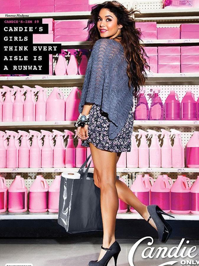 Photos : Vanessa Hudgens va faire les magasins de produits d'entretien en jupe à fleurs et cape grise au crochet