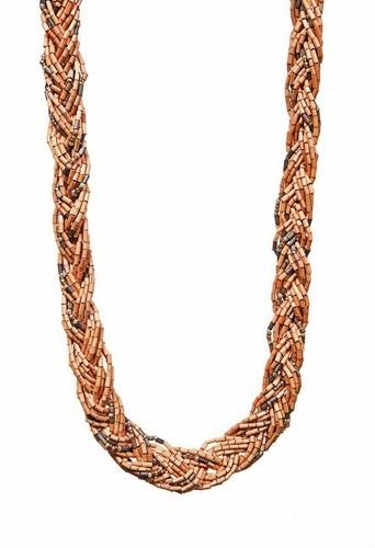 Collier réalisé par les femmes des tribus massaï dans la plus pure tradition et dans le respect de l'individu et de l'environnement.