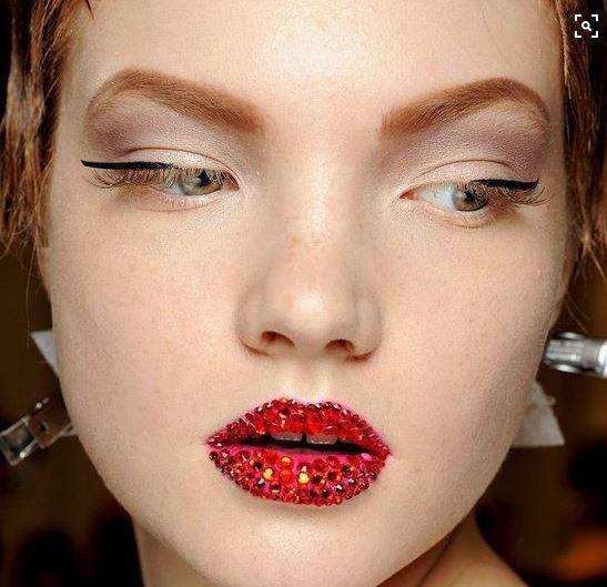 Make-up du défilé Christian Dior avec des cristaux Swarovski