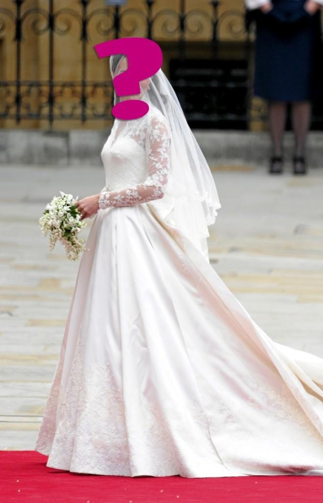 """F- """"Née roturière, j'ai tout d'une (Mc)Queen dans cette robe."""""""