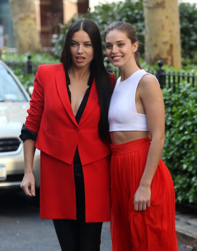 Adriana Lima et Emily DiDonato en shooting sur la prochaine campagne Maybelline.