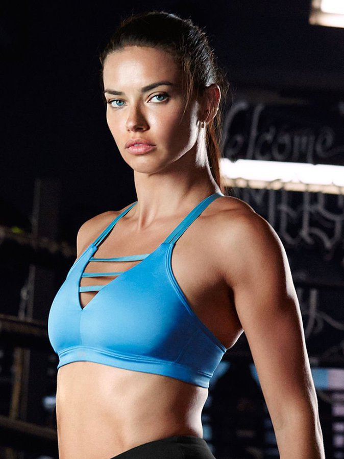 Photos : Adriana Lima nous présente la gamme Victoria Sport !