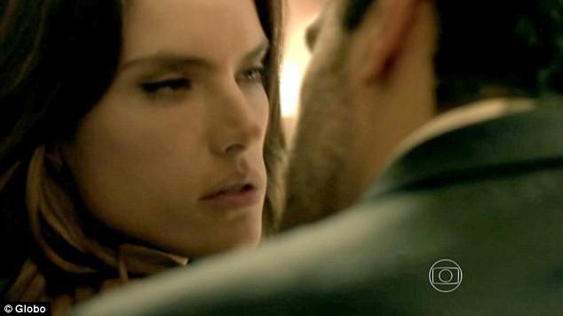 Alessandra Ambrosio dans Verdades Secretas