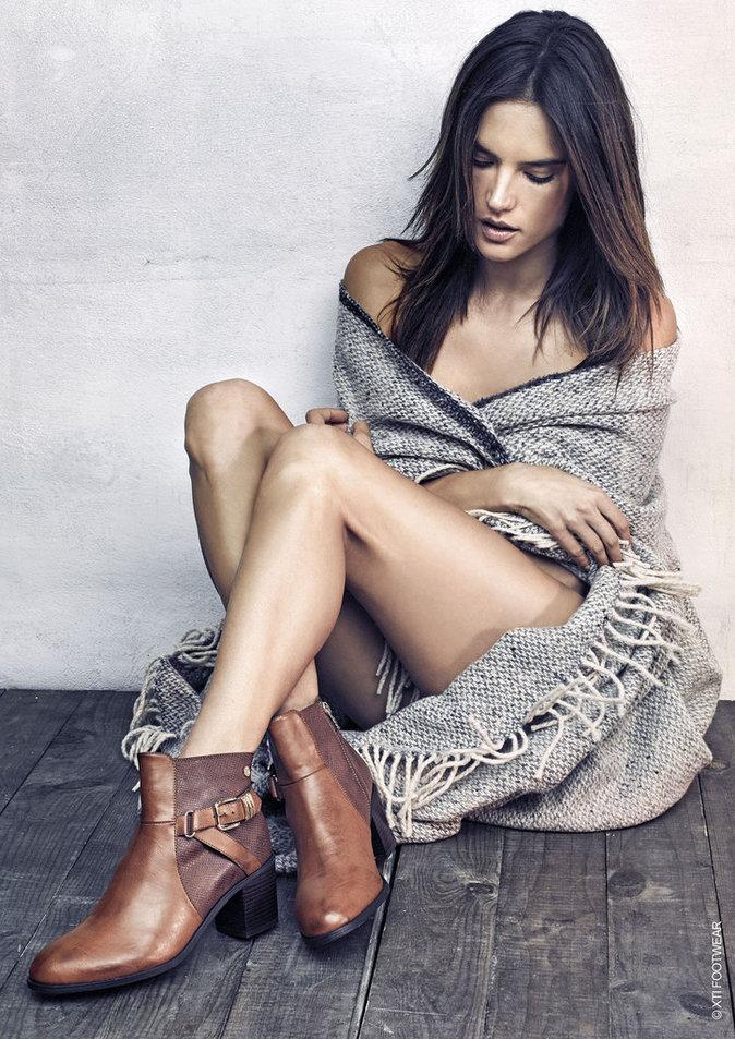 Photos : Alessandra Ambrosio pose pour la campagne minimaliste et vintage des chaussures XTI !