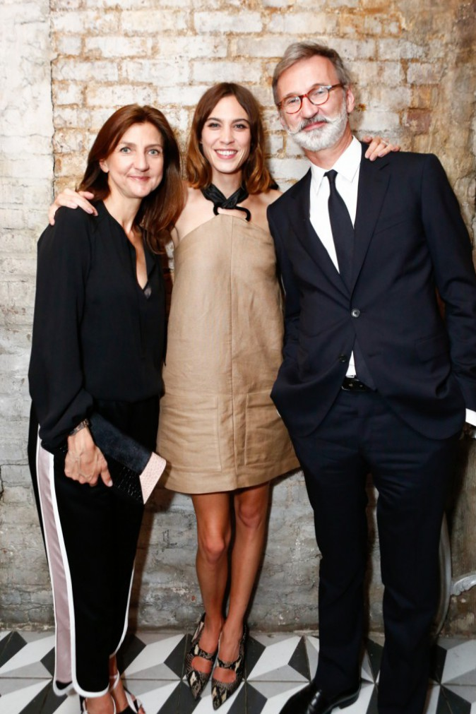 Alexa Chung, entourée de Sophie Delafontaine et Jean Cassegrain, au dîner privé Longchamp, le 23/06/2015 à New York City
