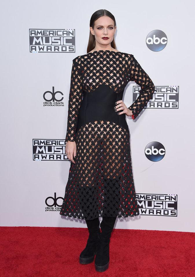 Photos : AMA 2015 : Zendaya, Gwen Stefani, Ariana Grande… Les pires looks de la soirée !