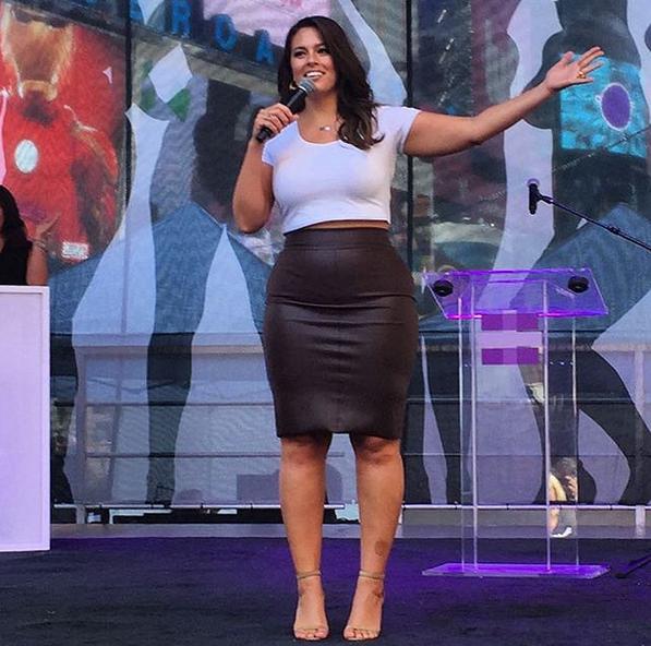 Ashley Graham porte parole de Plus Is Equal à Times Square !