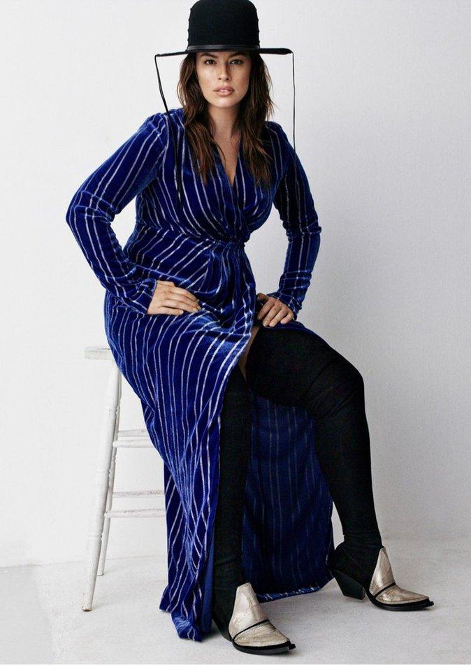 Photos : Ashley Graham : stylée, tendance et sans make-up, elle affiche fièrement ses rondeurs