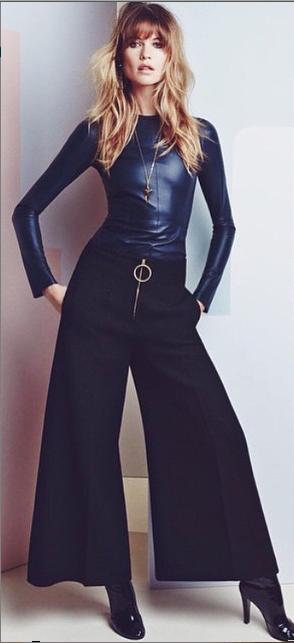 Le mannequin Behati Prinsloo pose pour le numéro de juillet du Vogue China
