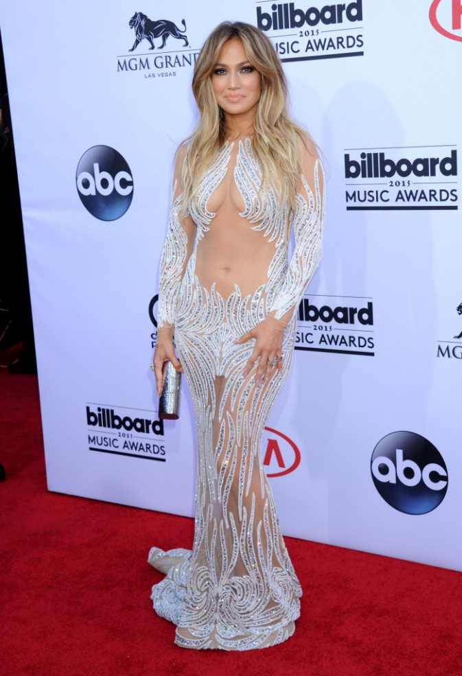 Jennifer Lopez en robe signée Charbel Zoe, le 17 mai aux Billboard Music Awards 2015