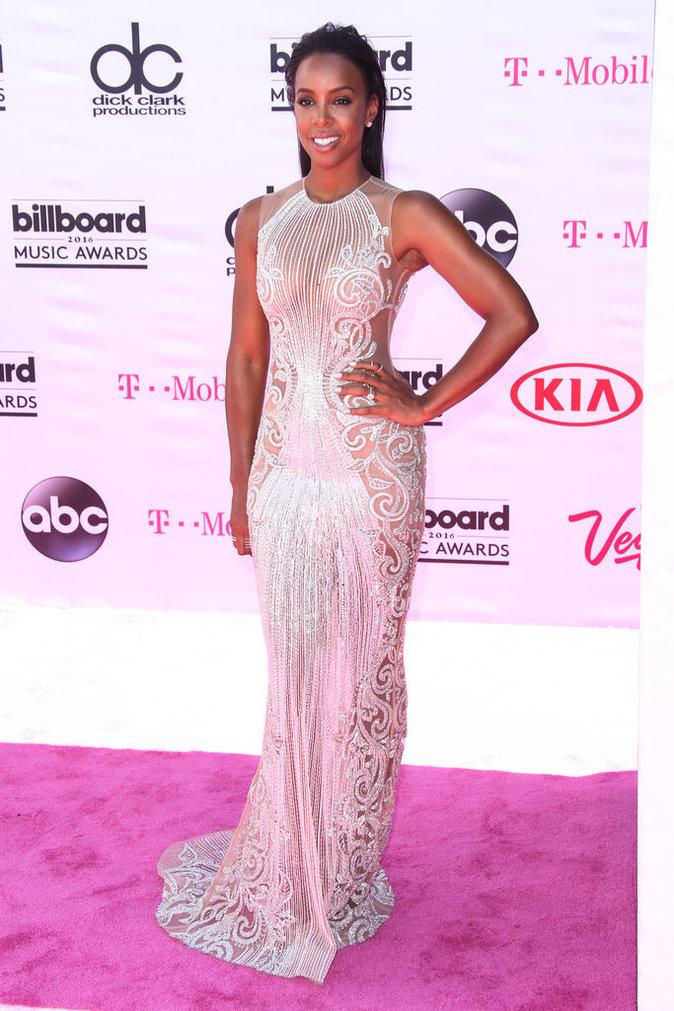 Kelly Rowland dans une robe Labourjoisie