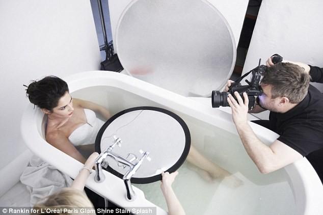 Cheryl Cole dans la campagne de pub Glam Shine Stain Splash de L'Oréal Paris.