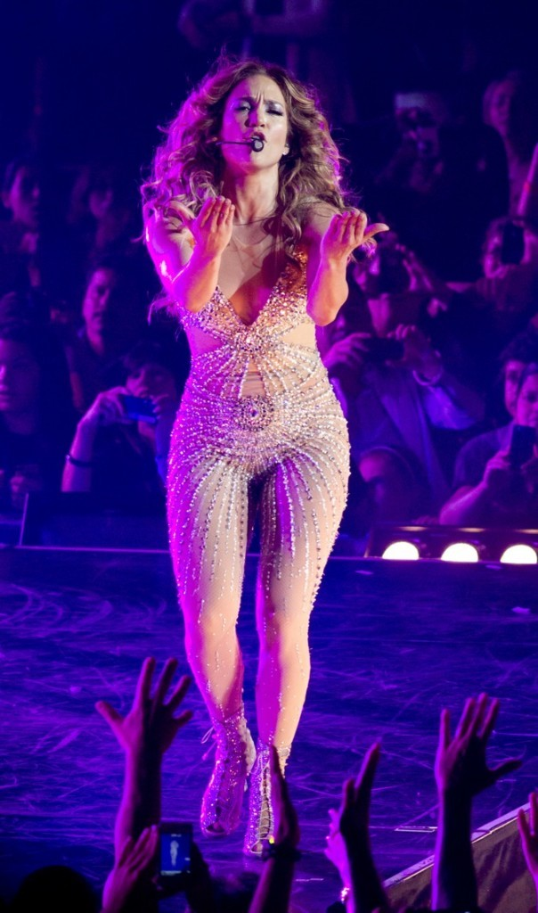 En concert, elle se donne à fond !
