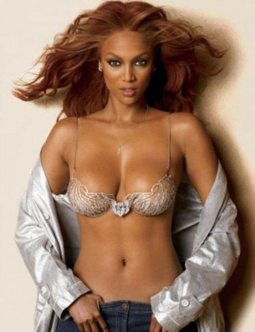 "Tyra Banks portant le Heavenly ""70"" Fantasy Bra à 10 millions de dollars"