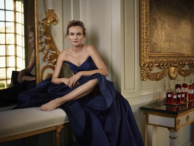 Photos : Diane Kruger en princesse de Versailles pour le cognac Martell !
