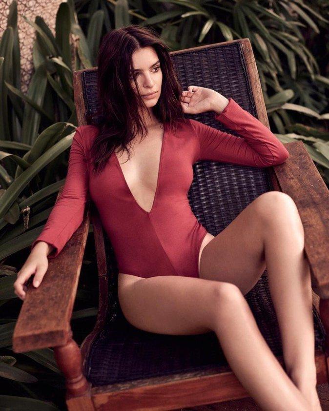 Photos : Emily Ratajkowski : glamour et ultra sexy pour la nouvelle campagne Express