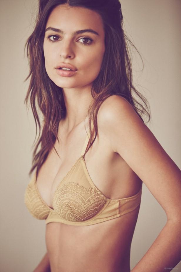 Emily Ratajkowski : la top sexy en sous-vêtements pour Free People