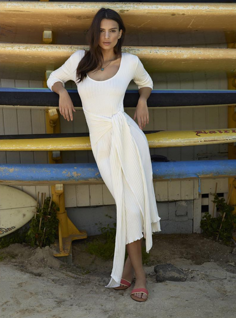 Emily Ratajkowski pour Revolve Clothing